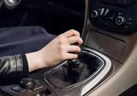 冬天開車,還是點火直接走?老司機:這3步不做,等著修車