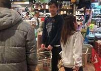 梁朝偉與劉嘉玲逛超市,網友說真人與照片千差萬別!