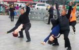 山西一群跳廣場舞的老人年 跳舞的動作難度像演雜技 看後驚訝了