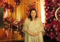 香港名媛婚禮排場大,巨肚何超盈現身超給面子,陣仗堪稱名媛聚會