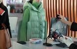 鬱可唯一身薄荷綠現身機場,臉部浮腫不敢看,網友:胖了多少?