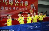 王勵勤亮相民間乒乓球賽 與球迷親切互動切磋球技