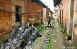 千萬富翁回老家,竟將村子全部拆毀,只為完成一個心願