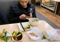 DNF:旭旭寶寶一張吃飯照片被惡搞,網友:吃飯還想賴賬不給錢