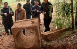 農民挖出一個罐子,發現祖先遺物,無償上交國家,如今價值百萬