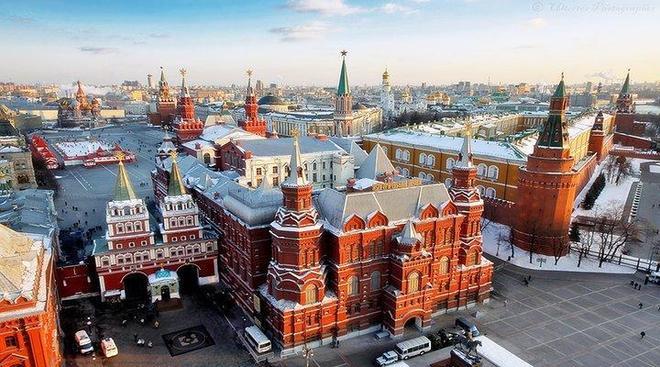 在無數古老壯麗的教堂間穿梭,在微醺中欣賞俄羅斯的夜色