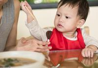 孩子上飯桌沒規矩,以後難出息!18條飯桌規矩培養孩子成貴族