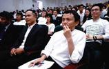 身為浙江富豪的他和馬雲稱兄道弟,妻子小他20歲還是女明星