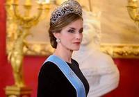 47歲的西班牙王后穿晚禮服太拼了,第一美王后名不虛傳!