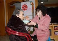 甘肅天水:一農村媳婦照顧3個80歲老人,每頓飯都要做三種飯菜