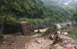 洪災致江西修水基礎設施損毀嚴重 災區學生爬梯上學