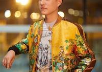 43歲靳東帥成偶像派,用顏值撐起高難度奢華中國風!堪稱型男典範