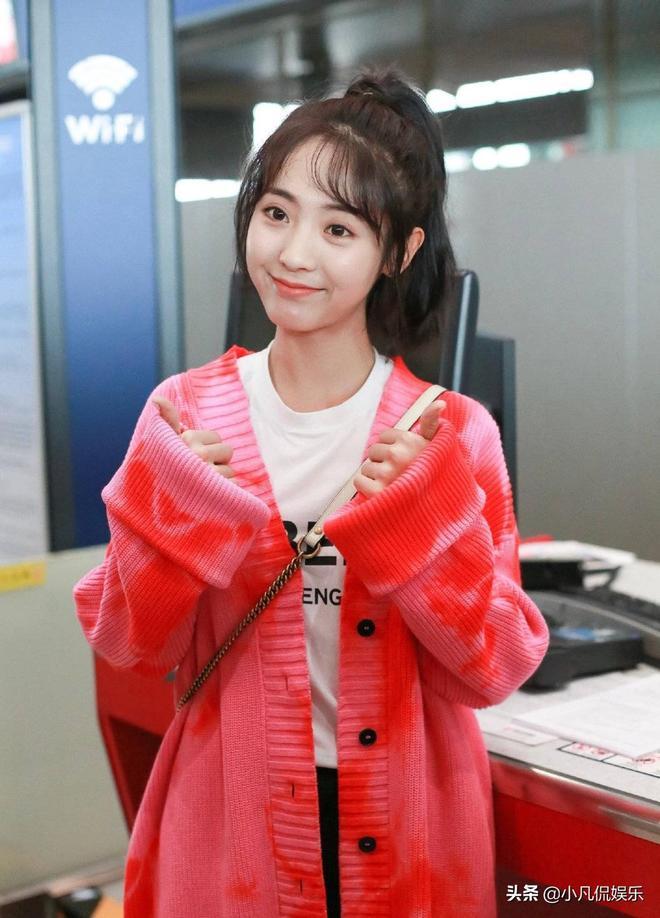 林一邢菲前往泰國粉絲見面會,兩人著裝紅色,情侶裝?