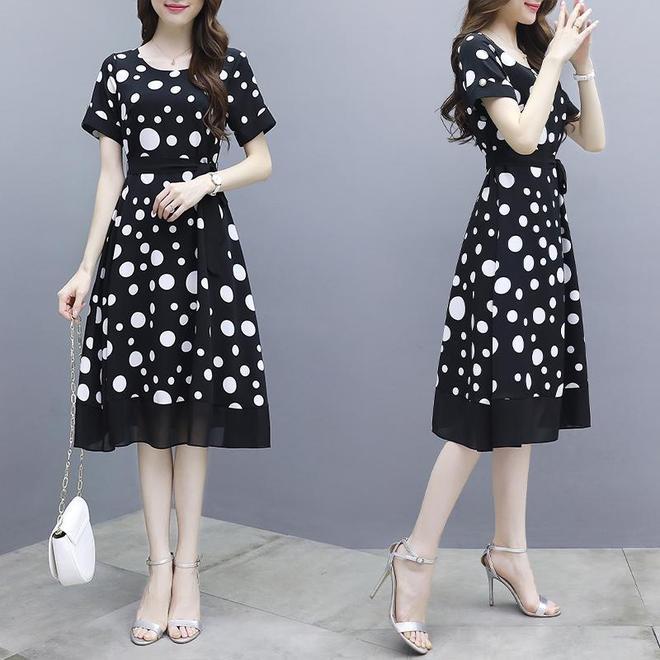"""今春主流的""""雪紡""""A字裙,洋氣減齡襯膚白,上身就別提有多美了"""