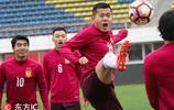 恆大訓練備戰樂趣多 黃博文上演功夫足球逗樂隊友氣氛佳
