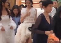關曉彤的三分裙火了,一般人駕馭不來,身旁十八線女藝人羨慕不來
