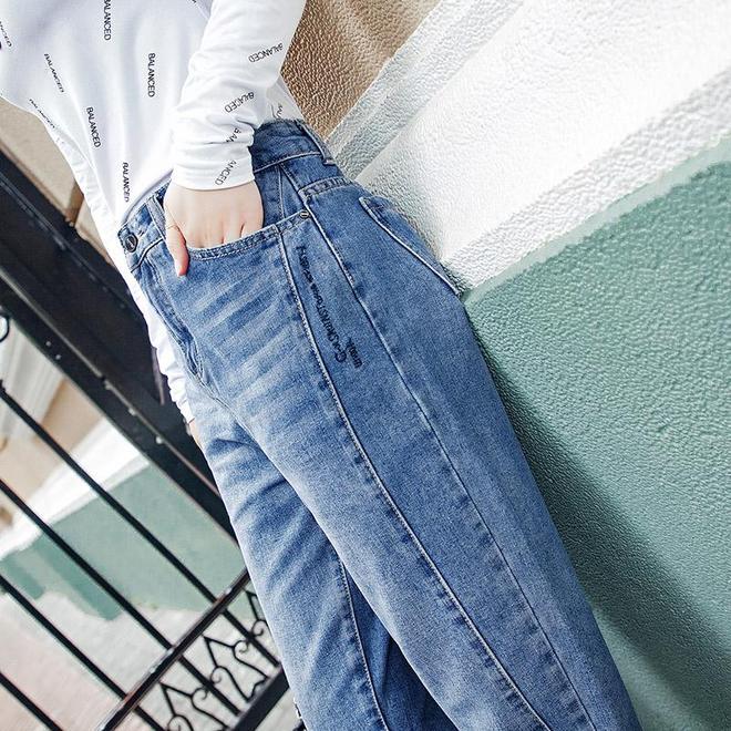 """終於找到""""老爹褲"""",顯高顯瘦,出門不俗不嫵媚,70後穿正合適"""