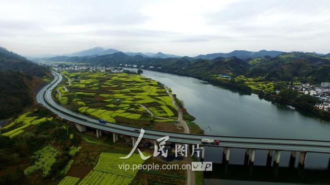 安徽黃山:春雨潤新安