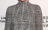 精靈女王凱特布蘭切特,在翠貝卡電影節紅毯光芒四射展現獨特風格