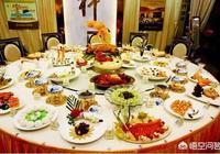 婚禮一桌5000元,同事只隨200,還是全家來,你怎麼辦?你怎麼看待這種行為?