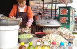 山西農村這對夫妻,離家二百米擺攤,一碗十塊一天能賣上百碗