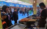 甘肅平涼市義烏商貿城舉辦美食狂歡節,大家去了嗎?