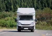 無拓展的歐勝自動擋房車 兩張雙人大床 還配洗衣機和家用空調