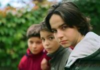 孩子一生必經3次叛逆期!不打不罵,3種教育方式改變孩子一生!