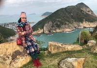 羅家英視角的汪明荃,用圍巾做裙子,71歲精緻到骨子裡的老太太