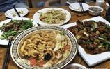 和老公去吃飯,5個菜只花了150,最後還叫朋友來幫忙吃