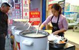 80歲老人祖孫三代經營早餐店,凌晨4點做饅頭,上午九點賣完