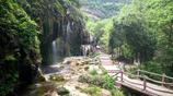 坐禪谷瀑布長、秀,石奇,潭深,泉湧,崖峭,洞幽,使人目不暇接