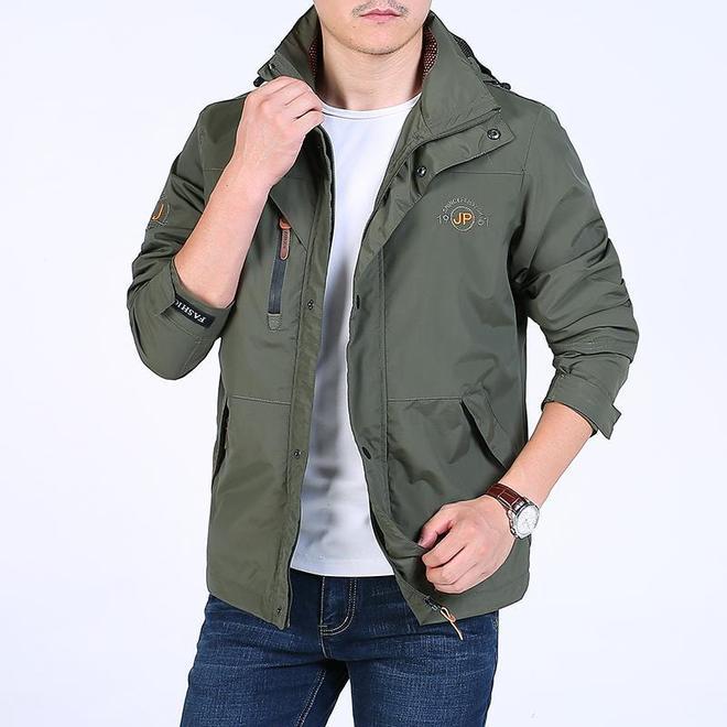西裝過時了,今年時興這飛行夾克,70後男人穿,挺闊有型倍精神