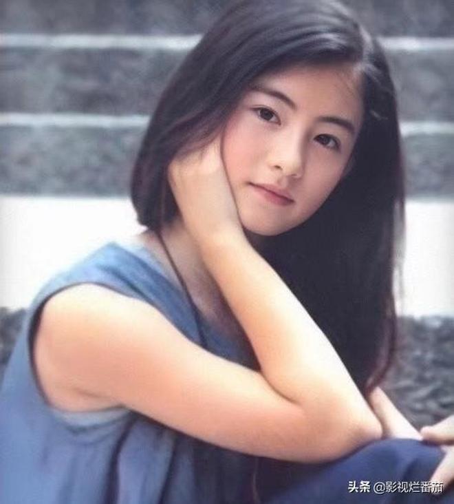 張柏芝童年照,12歲就這麼美了,網友:是誰把清純的你變成了如今?