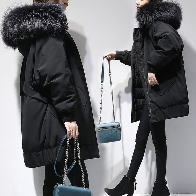 """別買皮草了,太貴!瞧這新上的""""大毛領羽絨,超洋氣保暖,還不貴"""