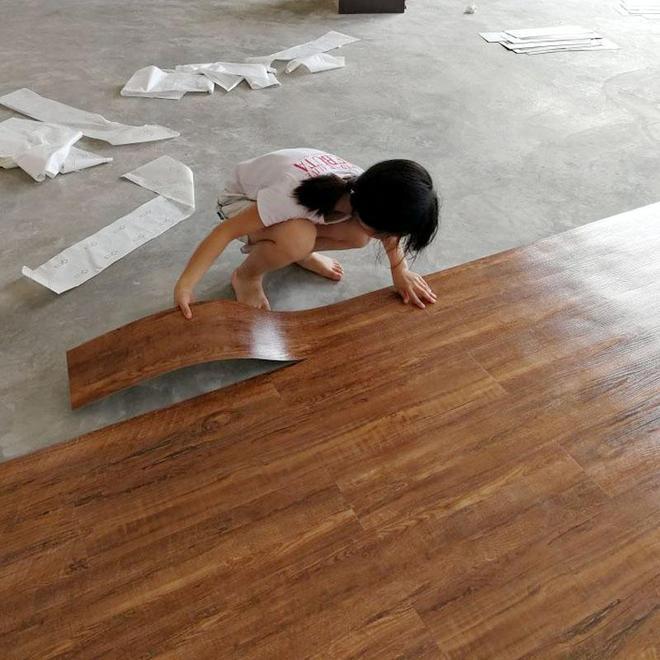 你還在刮膩子、鋪地板?城裡人流行這樣裝房,全屋搞定不到一千塊