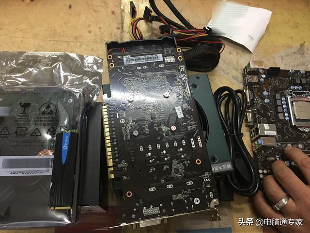 這套電腦配置組裝了4200元大家說貴不貴呢?反正我非常滿意!