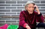 濟南76歲老太太為兒還債,8年行走17萬公里,扁擔擔起一家人生活