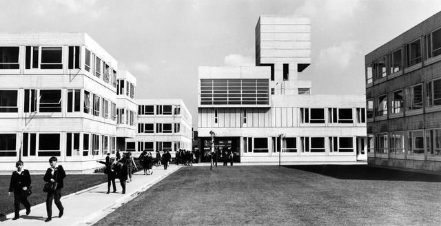 歐文霍普金斯說,戰後的建築不應該是政治失敗的責任