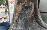 """這個""""老和尚""""根雕價過高,6萬元5年無人問津,與垃圾為伴可惜"""