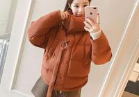 hin適合小個子MM穿搭的短款麵包服,清新又時尚!