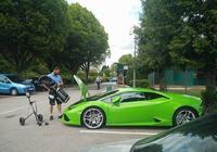 剛提的蘭博基尼就遇到這樣尷尬的事情,車主一氣之下果斷換車!