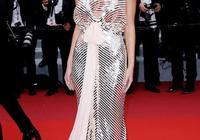小李子21歲模特女友亮相戛納,穿銀裙顯高貴,氣場輸給德國前輩