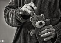 狠心父親打罵兒十年,去世後兒不回來上香,兩年後看到遺囑哭了
