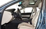 搭配碳纖維飾板,兼顧豪華感與運動氛圍,30萬誰還選奔馳C級車