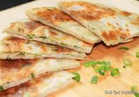 蔥油餅別用麵粉做了,教你一種簡單做法,2分鐘出鍋,軟嫩超解饞