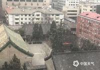 北京城區飄落節後第一場雪