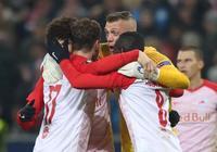 同樣家中看球 他的戰術分析成了爆款 26歲小鎮青年帶隊出戰歐聯杯