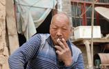 山西7旬老竹匠蝸居深山只做上門生意,提起50歲的傻兒他滿眼淚水