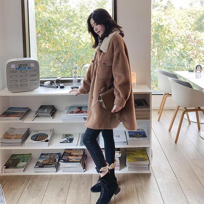 """這新款""""赫本""""大衣又火了!年輕女人都流行這樣穿,保暖又優雅"""